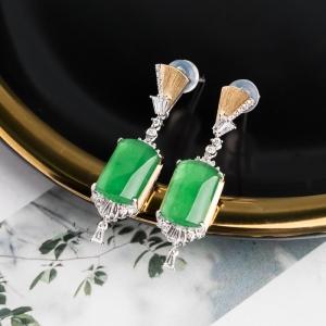 18K冰种阳绿翡翠耳坠