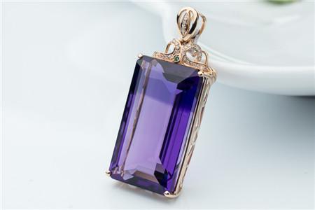 天然紫水晶吊坠到怎样鉴别?如何保养天然紫水晶吊坠?