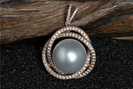 南洋珍珠吊坠有什么特点?怎样挑选南洋珍珠吊坠?