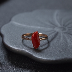18K阿卡牛血紅珊瑚隨形戒指