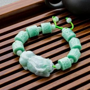 糯冰种浅绿翡翠貔貅手串