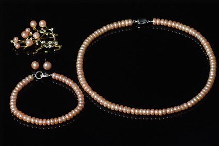 珍珠项链适合哪个年龄?戴珍珠项链会显得老气吗?