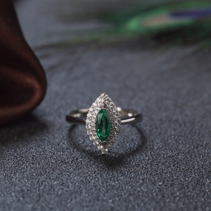 18K亮绿祖母绿马眼形戒指