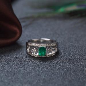 18K亮绿祖母绿方形戒指