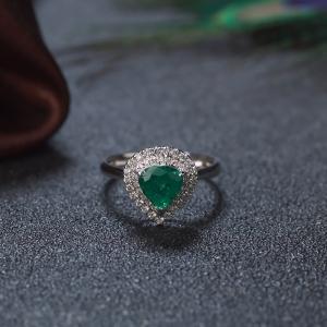 18K鲜绿祖母绿水滴戒指