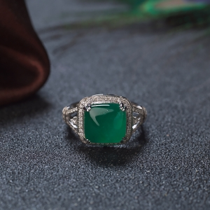 18K鲜绿祖母绿方形戒指