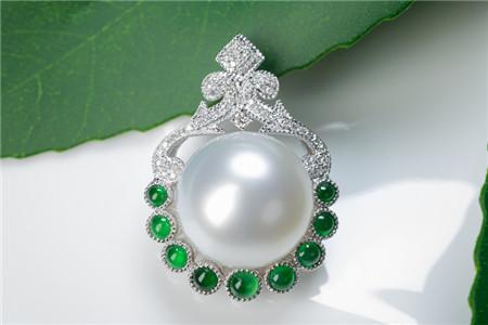 白色珍珠吊坠之美,白色珍珠吊坠好不好?
