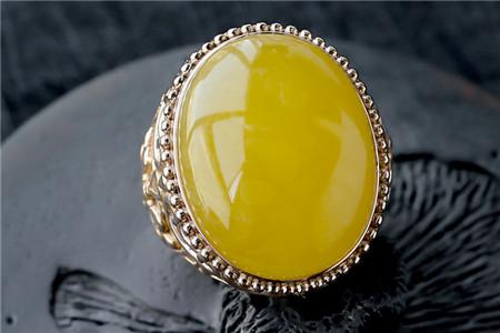 蜜蜡戒指图片,什么样的蜜蜡戒指好?