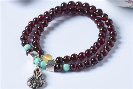 酒红色石榴石手链很差吗?为什么不同颜色的石榴石手链差别那么大?