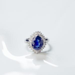 Pt深蓝色蓝宝石戒指