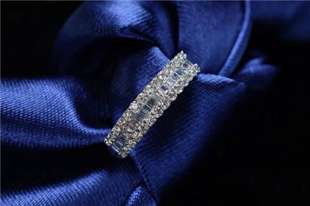 红宝石与钻石的比较分析,红宝石和钻石哪个贵?