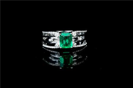 祖母绿戒指价格解析,一枚祖母绿戒指多少钱?