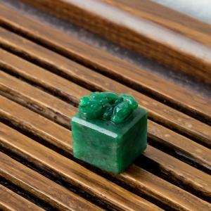 糯冰种翠绿翡翠貔貅印章
