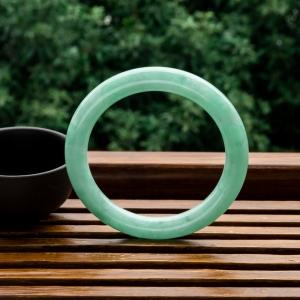 53.5mm糯冰种浅绿翡翠圆镯