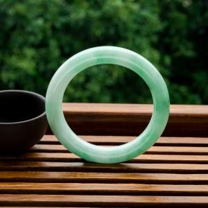 54mm糯種淺綠翡翠圓鐲