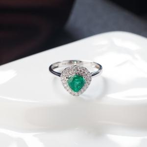 18K鲜绿祖母绿戒指