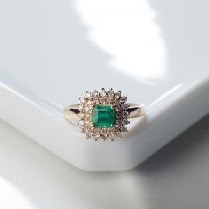 18K鮮綠祖母綠方形戒指
