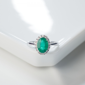18K鮮綠祖母綠戒指