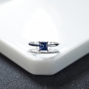18K深蓝色蓝宝石方形戒指