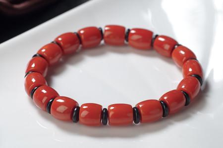 如何鉴别红珊瑚手串?真假红珊瑚的区别