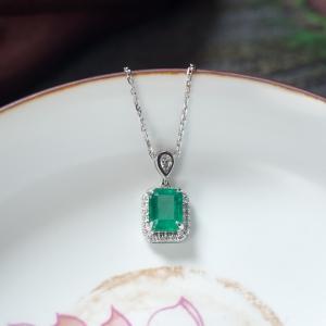 18K鲜绿祖母绿方形项链