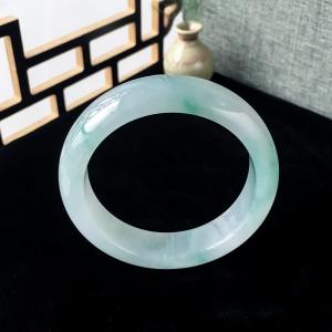 55mm糯冰种浅绿翡翠平安镯