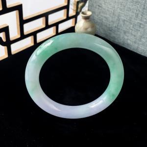 55mm糯冰种浅绿翡翠圆镯