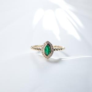 18K鲜绿祖母绿马眼形戒指
