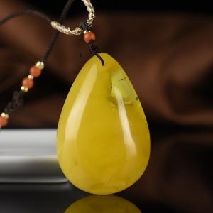 鸡油黄金绞蜜蜜蜡水胆吊坠