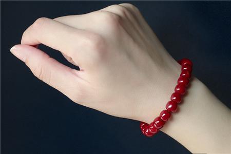 佩戴红珊瑚手链有很多好处,但要怎样保养红珊瑚手链呢?