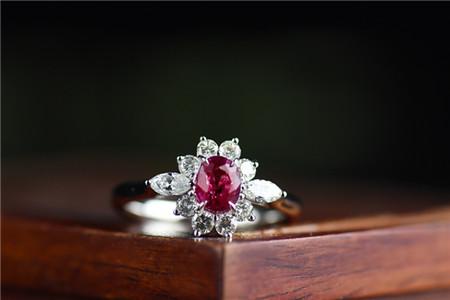天然红宝石戒指价格多少钱一克拉?