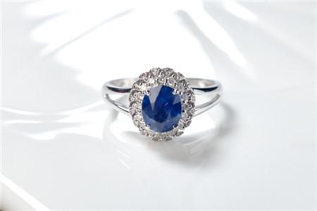 蓝宝石和坦桑石哪个贵?蓝宝石价格多少钱一克拉?