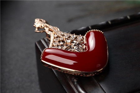 红珊瑚珠宝,带你了解真正的宝石级红珊瑚
