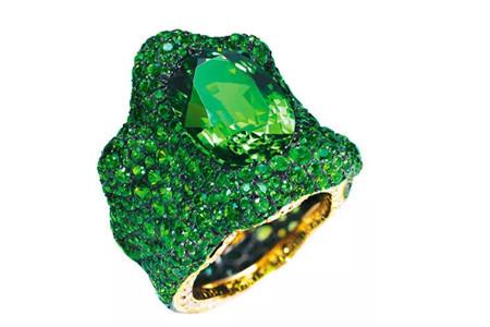 石榴石什么颜色的好,什么颜色的石榴石更值钱?