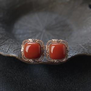 18K柿子红南红方形耳钉