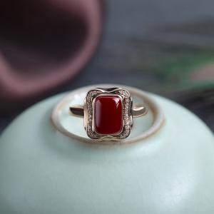 18K阿卡牛血红珊瑚方形戒指