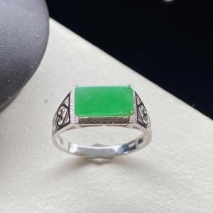 18K冰种浅阳绿翡翠戒指