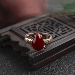 18K阿卡牛血红珊瑚水滴戒指