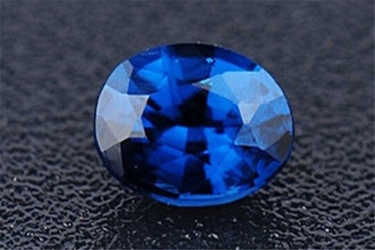 尖晶石特征