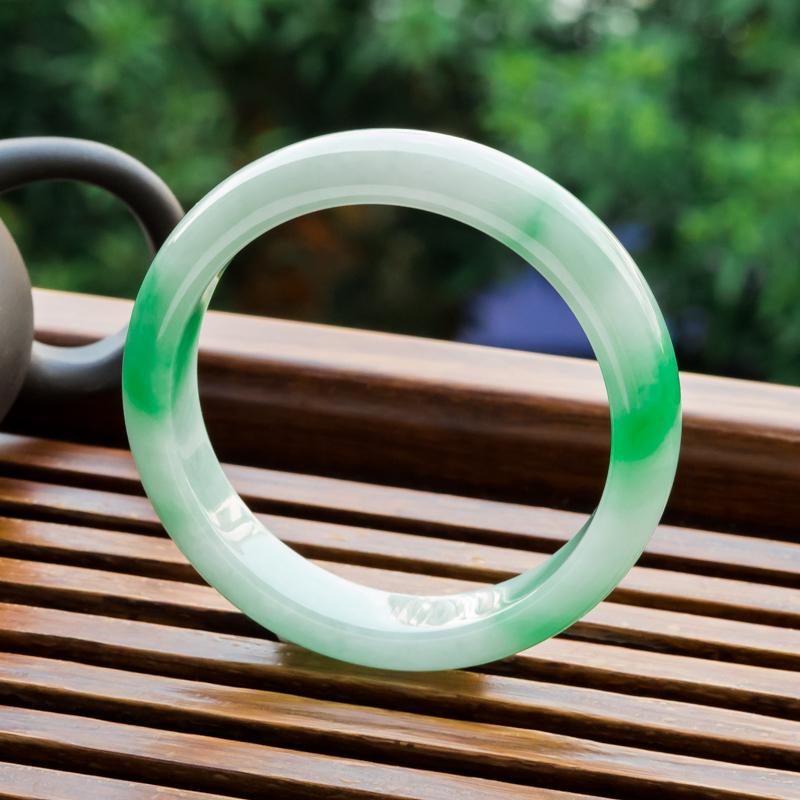 蓝飘虫_【翡翠平安镯|飘翠翡翠平安镯|56mm糯冰种翡翠平安镯】-红掌柜珠宝