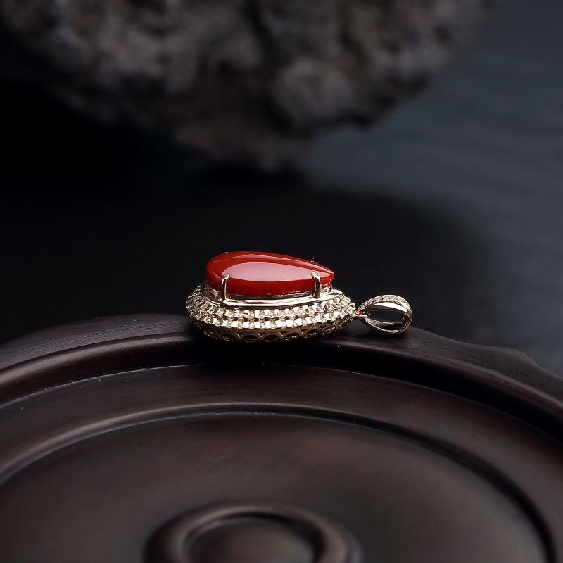 18K金镶钻日本天然正红珊瑚吊坠-红掌柜