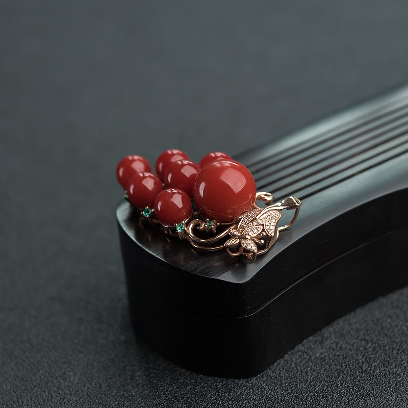 18K金镶钻日本天然正红珊瑚葡萄吊坠-红掌柜