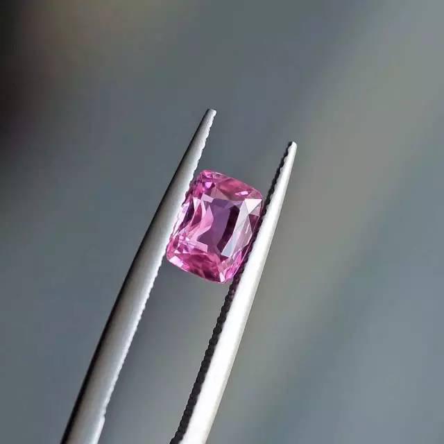 粉红蓝宝石-红掌柜
