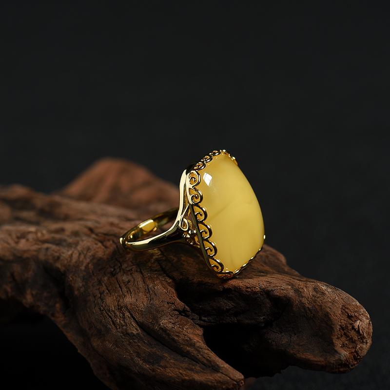 银镶天然鸡油黄蜜蜡戒指-红掌柜